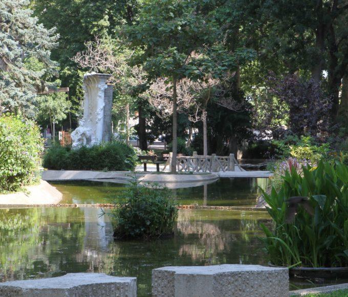 Le square Bir Hakeim
